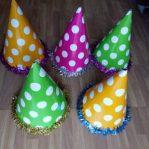 Topi ulang tahun kerucut polkadot Slinger